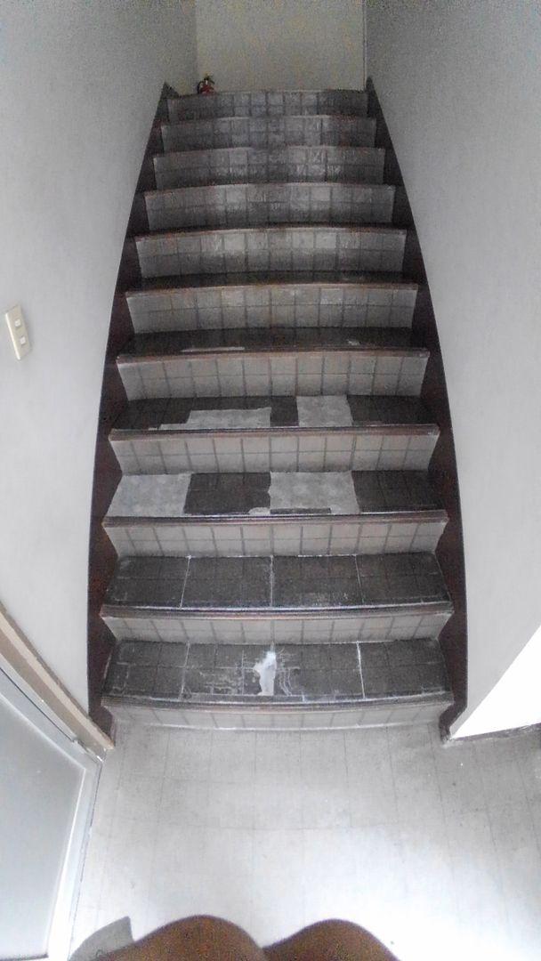 つぎはぎだらけの階段